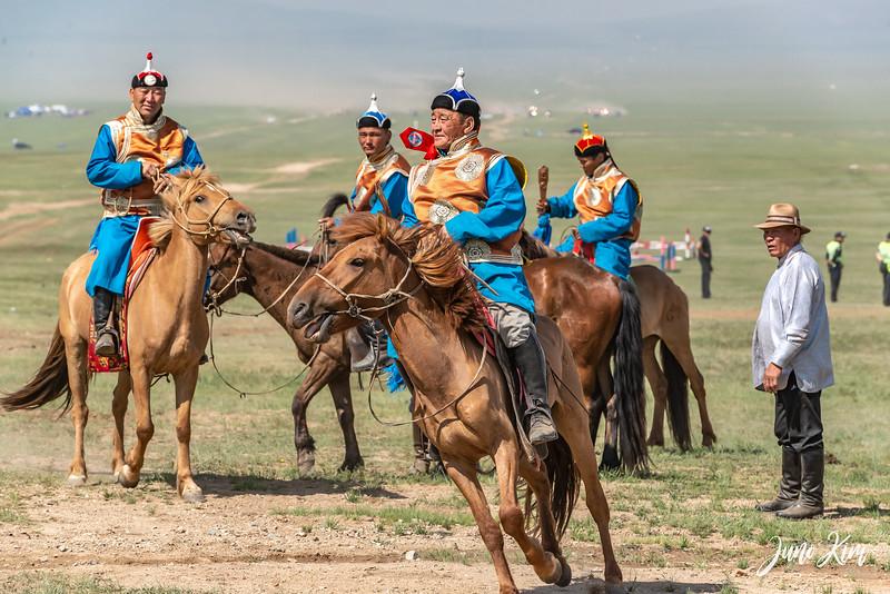 Horse racing__6109008-Juno Kim.jpg