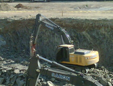 NPK GH10 hydraulic hammer on Saron excavator (1).JPG