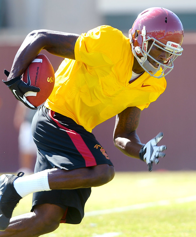 . Marqise Lee carries the ball during USC practice August 20, 2013.(Andy Holzman/Los Angeles Daily News)