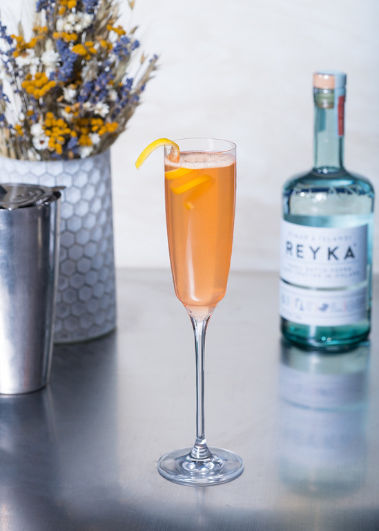 . The Oscars are March 4, and a little glitz and glam with a bubbly cocktail is a sure way to celebrate the night, if you\'re 21 or older.  Make the Hollywood Glam with 1 ½ part Reyka, ¾ part apricot liqueur, ¼ part lemon, and Top Sparkling wine: Combine all ingredients into shaker. Strain into champagne/flute, top with sparkling wine and garnish with lemon peel. (William Grant & Sons)