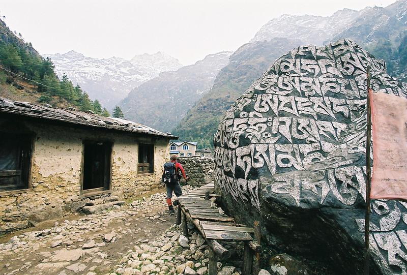 Large mani stone, Benkar