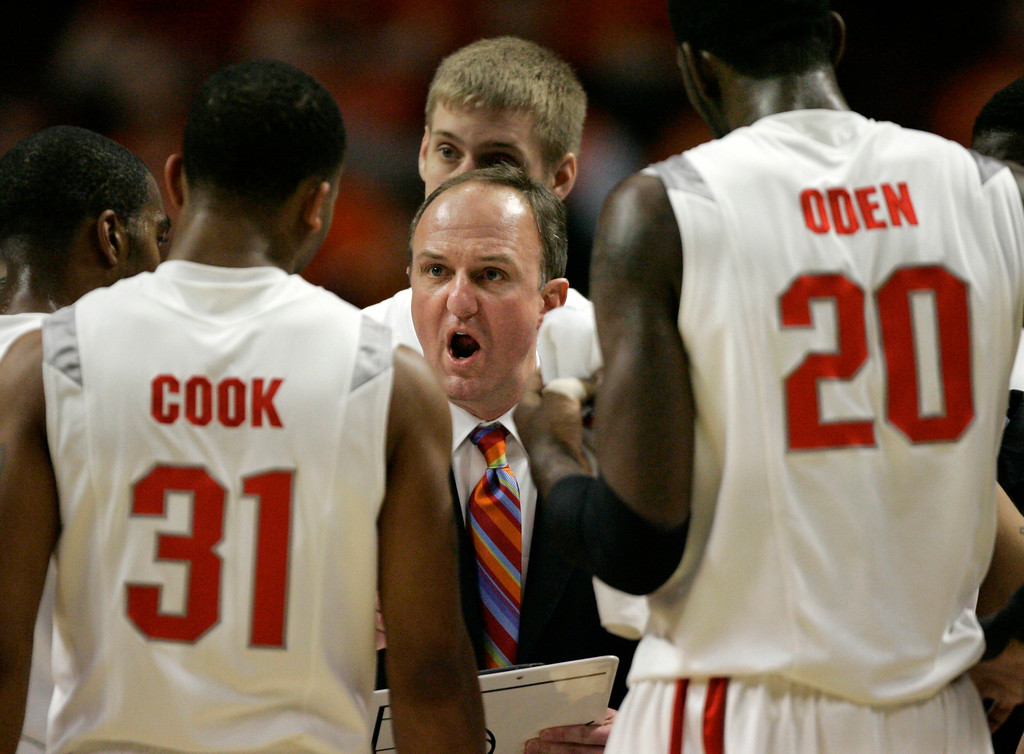 . Ohio State coach Thad Matta talks to his players during a timeout in the first half of their Big Ten Tournament basketball semifinal game against Purdue in Chicago, Saturday, March 10, 2007.  (AP Photo/Brian Kersey)