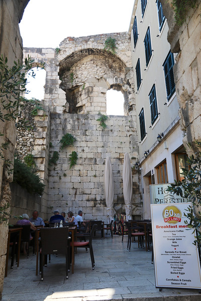 Great example of a restaurant where one of the walls is part of Diocletian's Palace