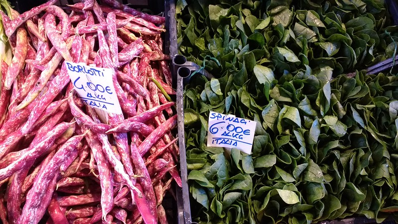 image of italian borlotti beans and spinach