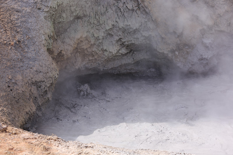 Dragon's Mouth Mud Volcano 001