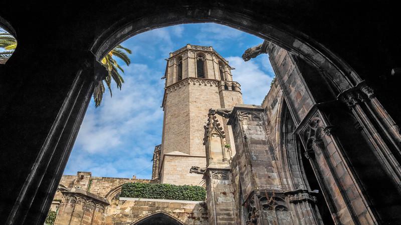 0090 Barcelona Basilica 16x9.jpg