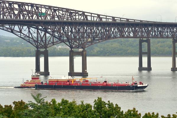 Kristy Ann Reinauer  10:25 hd hrs 5 Sept 2012 southbound Newburgh - Beacon Bridge