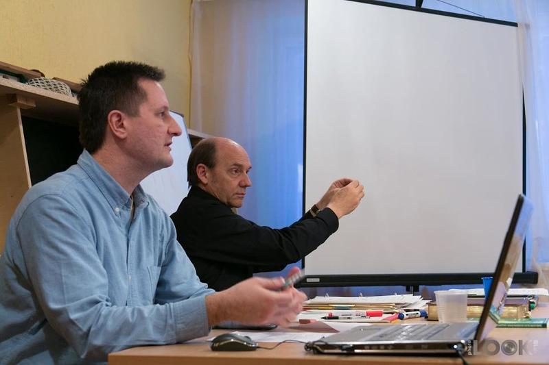 Clay teaching with Bogdan3.jpg