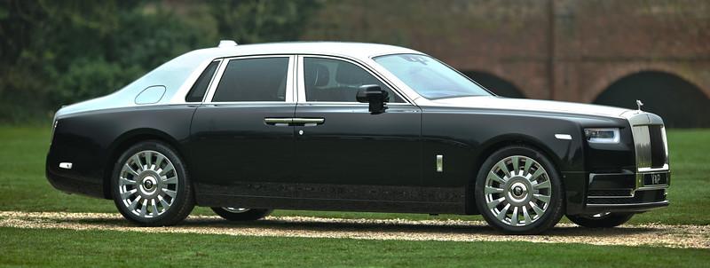 Rolls-Royce Phantom VIII 3.jpg