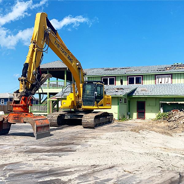 NPK DG30 demolition grab on Volvo excavator - East Coast Demolition  5-20 (1).JPG