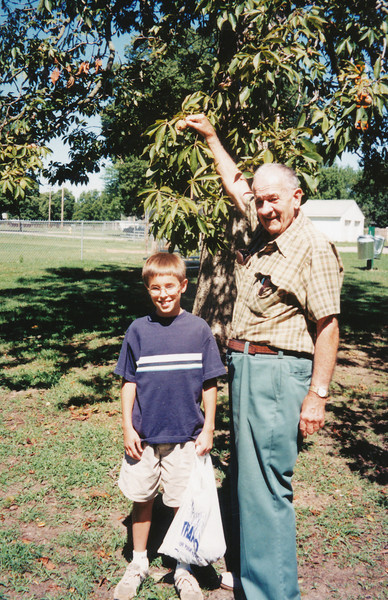 Jacob Hiller & Ellis Sullivan Aug 1999(West City Park-Buckeye tree).jpg