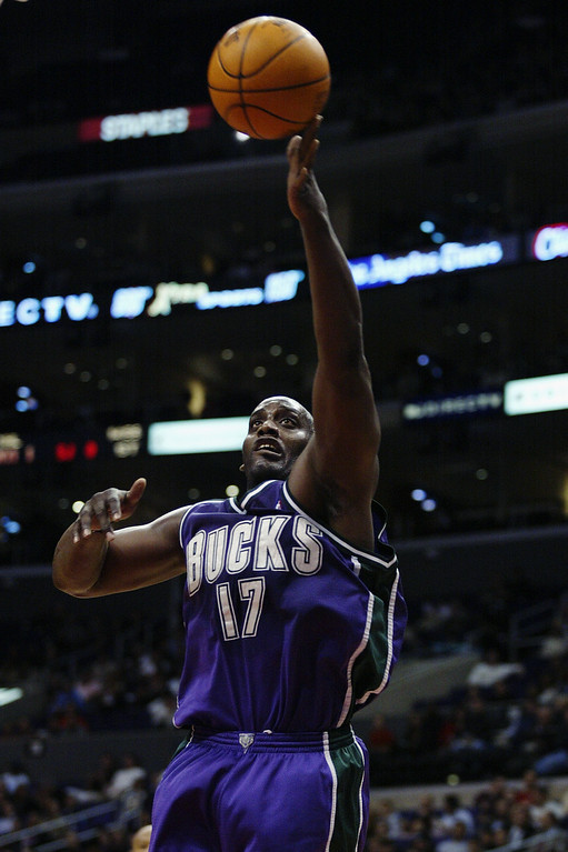. FILE- Anthony Mason #17 of the Milwaukee Bucks puts a shot up during the NBA game against the Los Angeles Clippers at Staples Center on February 19, 2003 in Los Angeles, California.     (Photo by Lisa Blumenfeld/Getty Images)