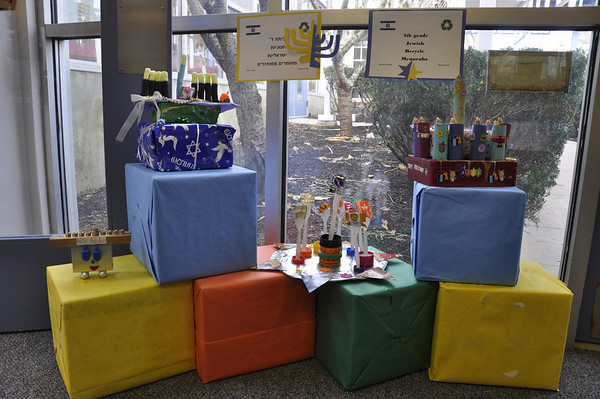 4th Grade Chanukah Celebrates Parhi Style