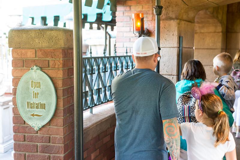 Haunted Mansion - Go Right - Magic Kingdom Walt Disney World