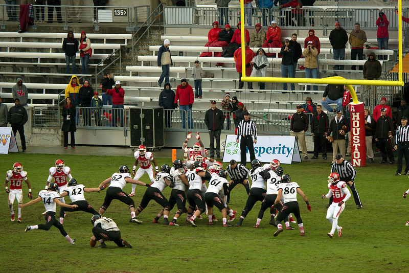 A Miliano field goal attempt