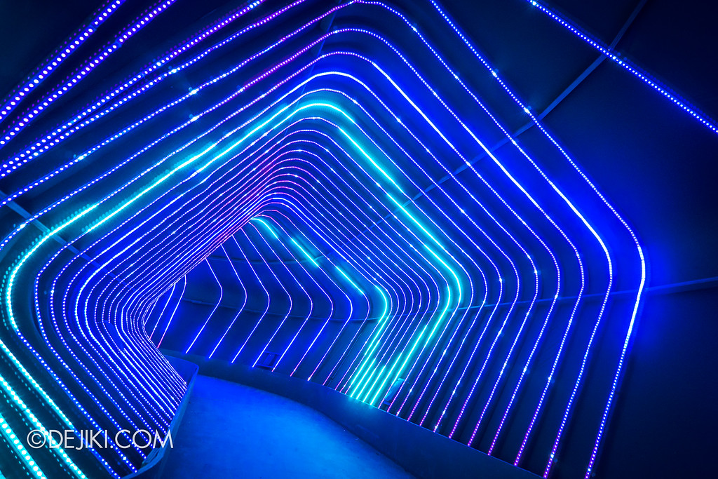 Universal Studios Singapore - Santa's All-Star Christmas 2016 / The Universal Journey - Trippy Corridor