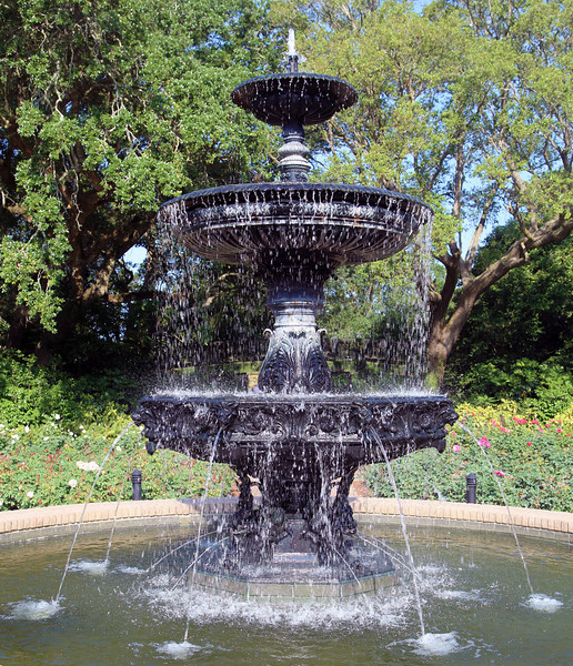 Next Morning: Mobile's Bellingrath Gardens.  This is its central fountain.
