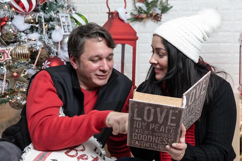 12.21.19 - Marceli's Christmas Photo Session 2019 - -35.jpg