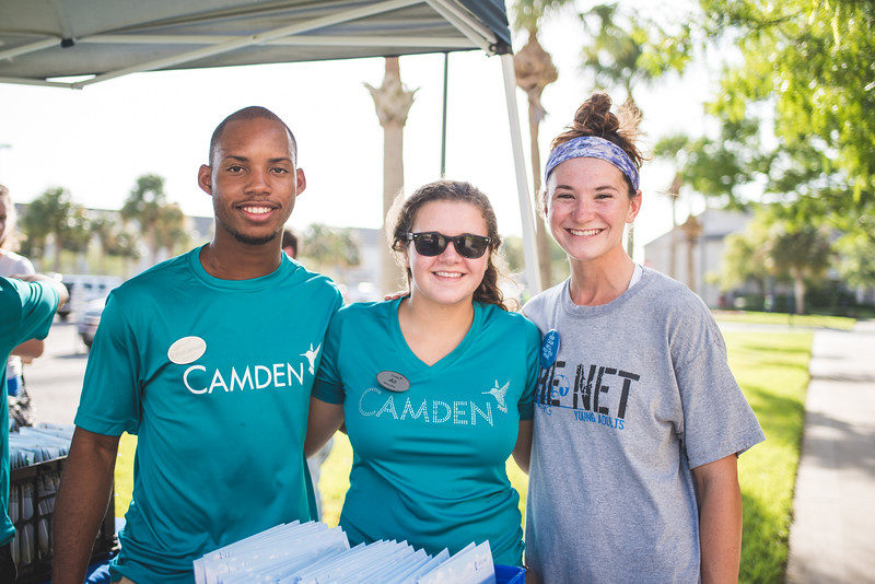 Emmanuel Ekop (left), Ali Kohutek and Faith Moorhouse assist students during Move-In Day.