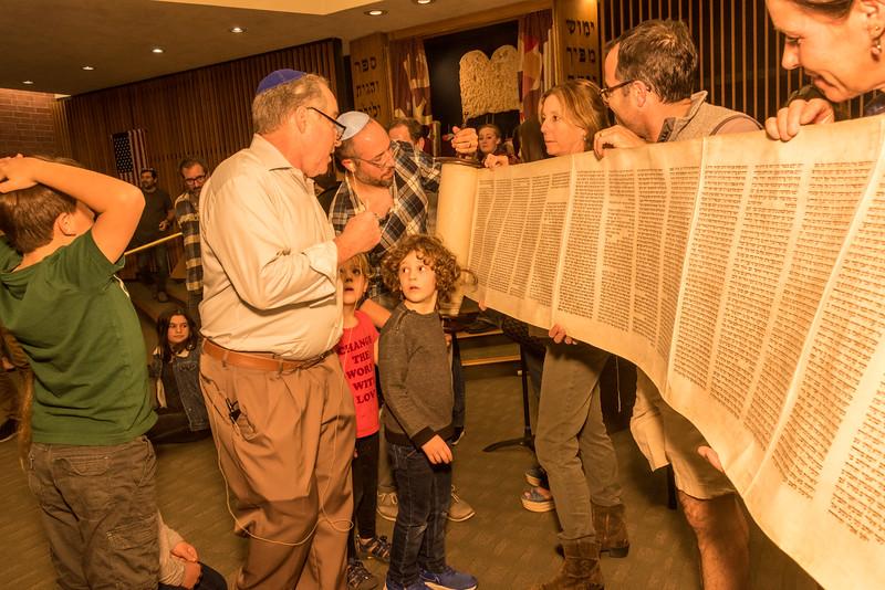 Simchat Torah-366.jpg