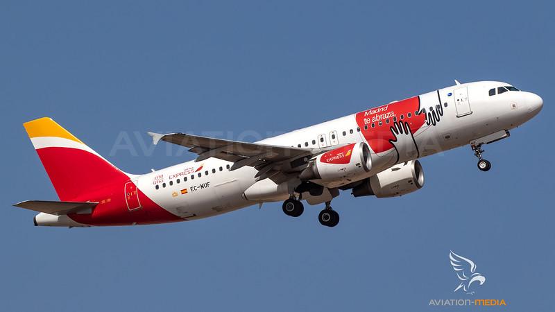Iberia Express_A320_EC-MUFMadrid te abraza cs_ACE_20190818_Takeoff_Sun_MG_3794_AM.jpg