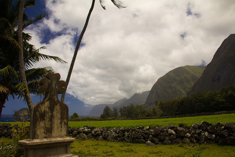 molokai valley grave.jpg