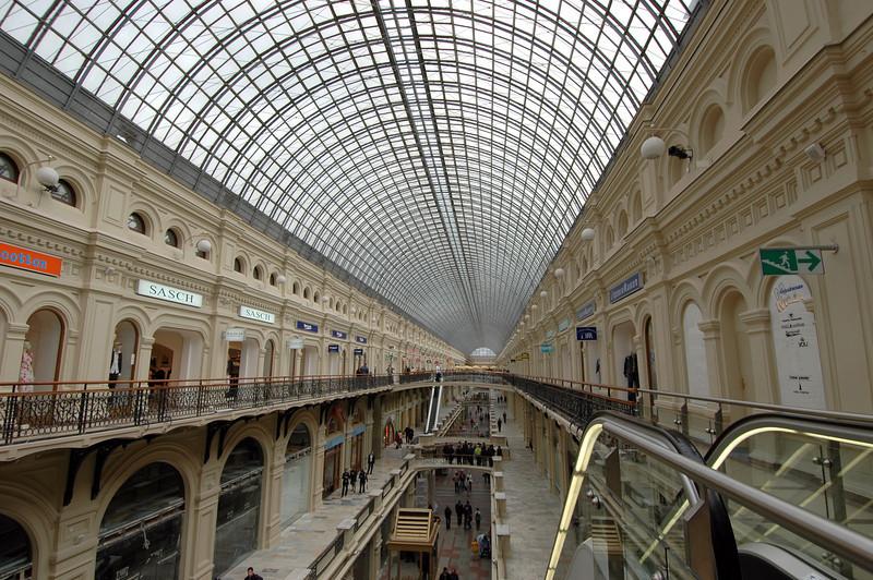050502 4103 Russia - Moscow - Tiendras con Lisseth y David _B _H ~E ~L.JPG