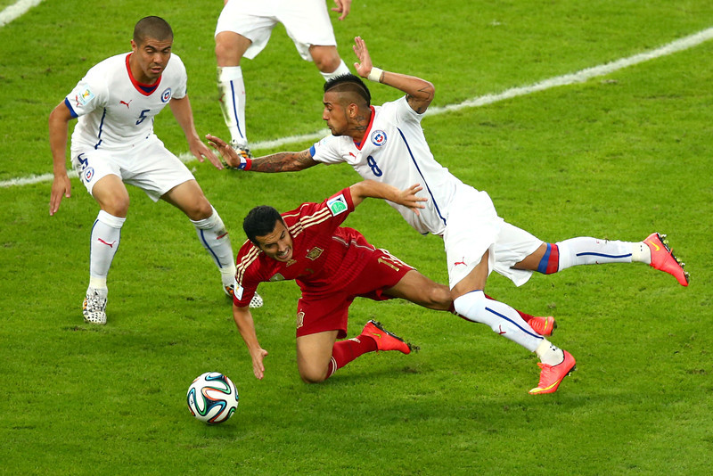 . Pedro Rodrigeuz of Spain and Arturo Vidal of Chile compete for the ball during the 2014 FIFA World Cup Brazil Group B match between Spain and Chile at Maracana on June 18, 2014 in Rio de Janeiro, Brazil.  (Photo by Julian Finney/Getty Images)