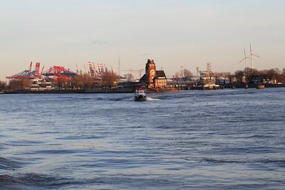 2012 02 26 Hamburger Hafen in der Sonne