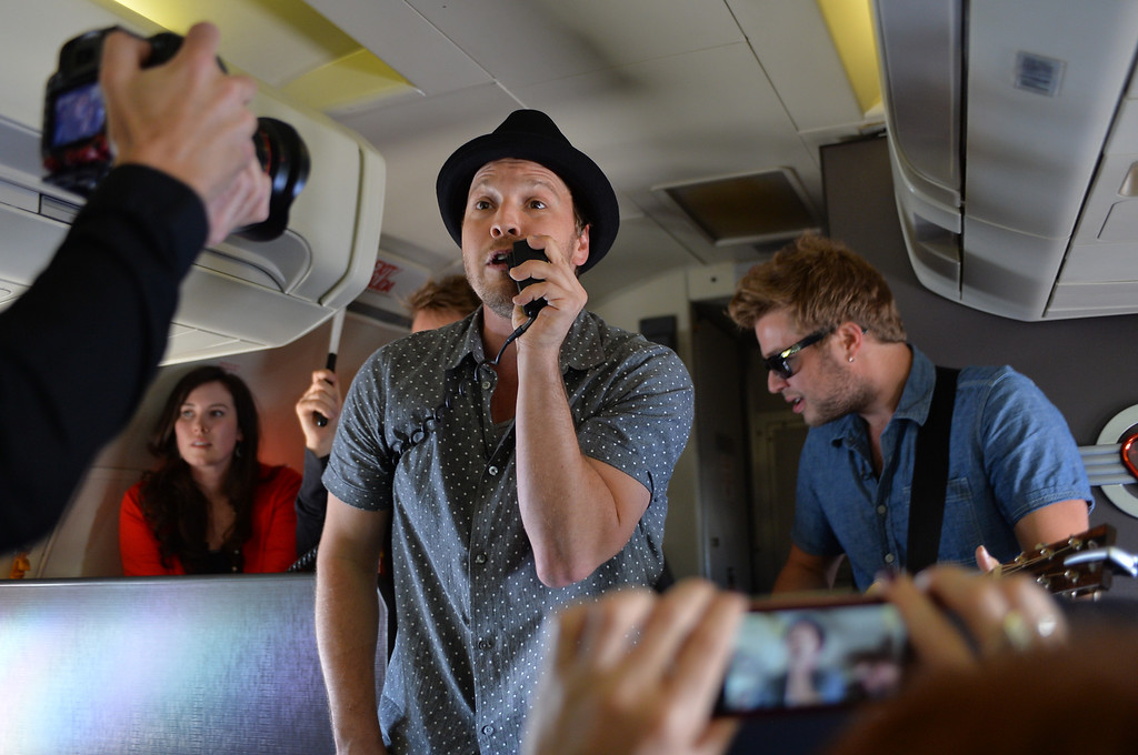 . 0822_NWS_TDB-L-SOUTHWEST-- 20130821 - Los Angeles, CA -- Staff Photo: Robert Casillas / LANG --- Southwest Airlines passengers traveling from Phoenix to LAX were treated to a mini-concert by singer-songwriter Gavin DeGraw Wednesday. The performance was part of  Live at 35 series.