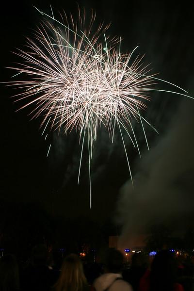 2007_1102putneyfireworks151_edited-1.JPG