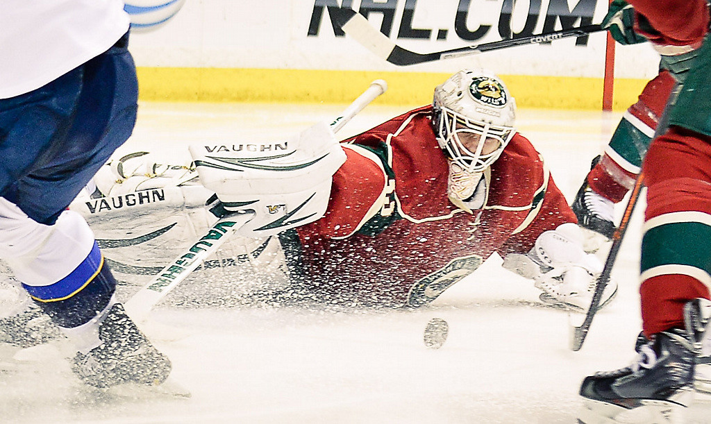 . Minnesota Wild goalie John Curry makes one of his 43 saves. (Pioneer Press: Ben Garvin)