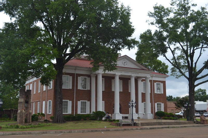 013-tallahatchie-county-courthouse-charleston-ms_14433177195_o.jpg
