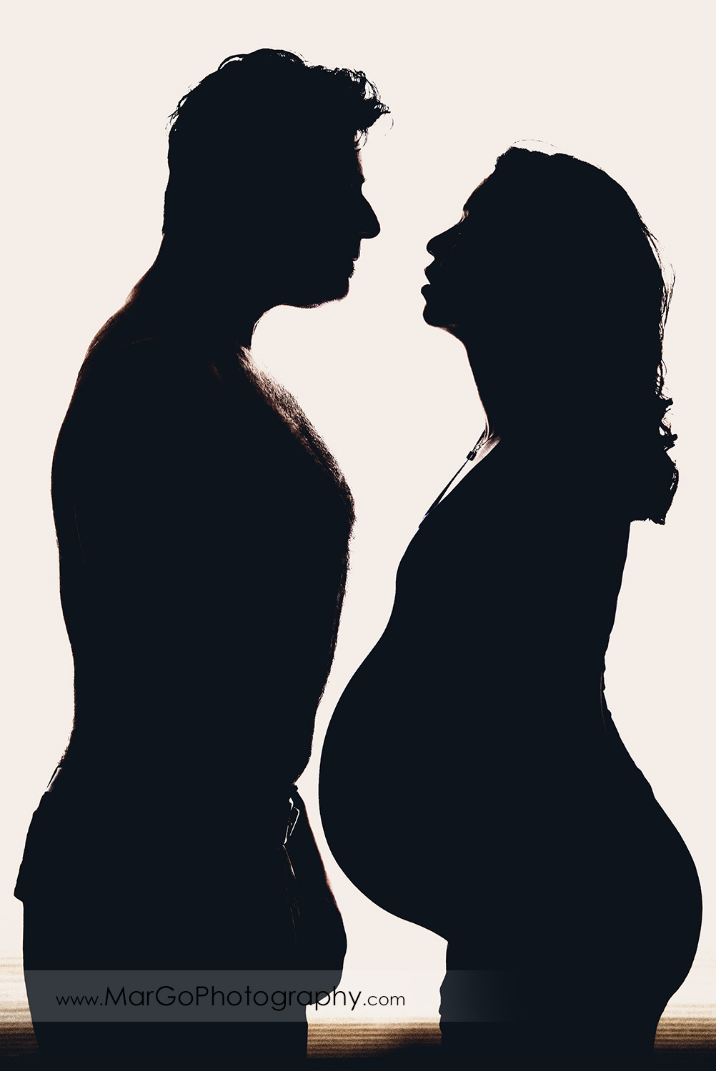 silhouette of pregnant woman and her husband