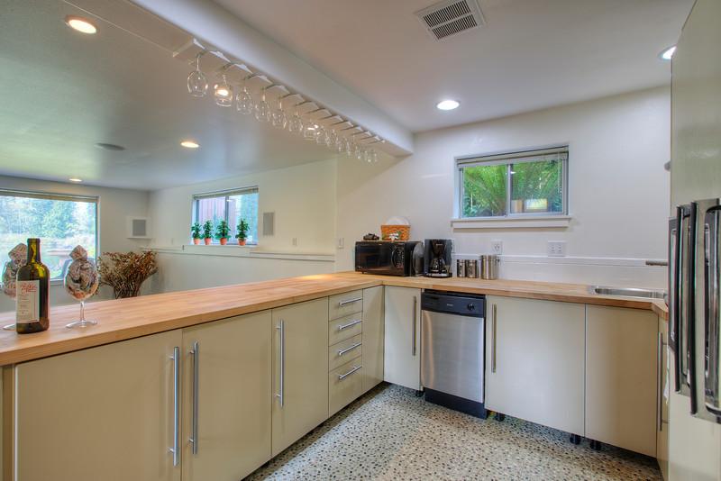 Downstairs kitchen.jpg