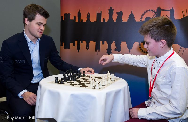 Magnus Carlsen warms up before Round 1