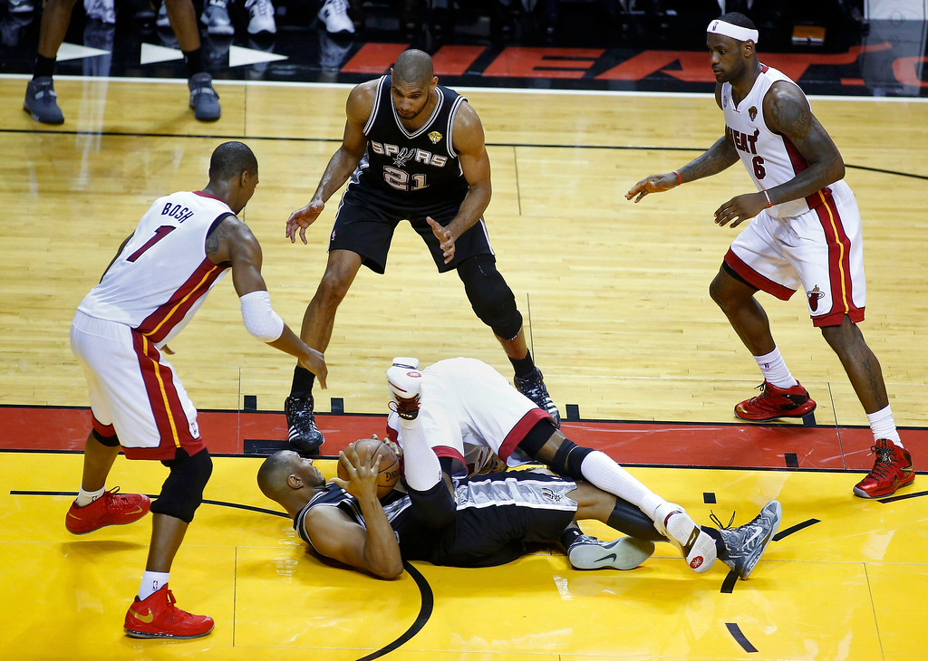 . Miami Heat\'s Chris Bosh (1) and LeBron James (6) wait with San Antonio Spurs\' Tim Duncan (21) as Boris Diaw and the Heat\'s Udonis Haslem scramble for the ball during the third quarter during Game 1 of their NBA Finals basketball playoff in Miami, Florida June 6, 2013.  REUTERS/Joe Skipper