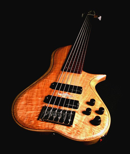 IMG_2987 BLDesign.us: 011 Barbary 6-string set-neck prototype. Photos: Marc Pagano. Slideshow Music: Nick Rosenthal and Beau Leopard.  All Content © 2005-2007 Beau Leopard Design .:. Custom Bass Guitars