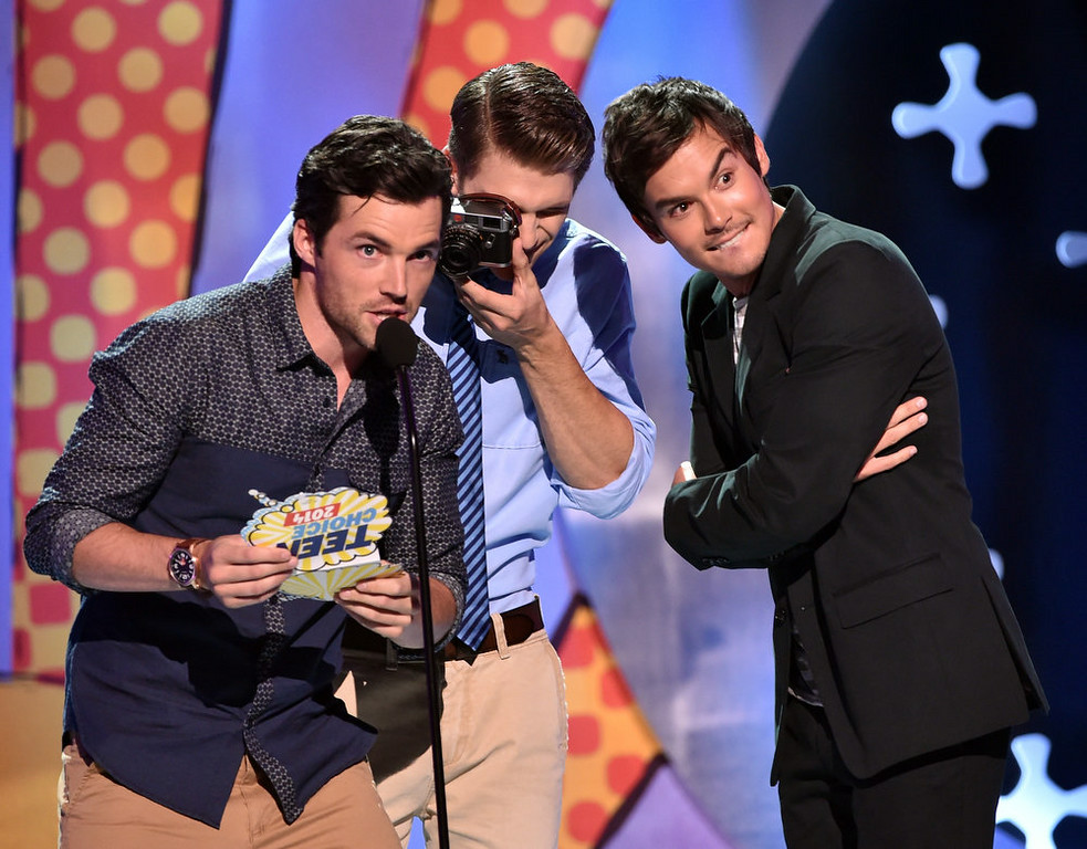 . (L-R) Actors Ian Harding, Keegan Allen and Tyler Blackburn onstage during FOX\'s 2014 Teen Choice Awards at The Shrine Auditorium on August 10, 2014 in Los Angeles, California.  (Photo by Kevin Winter/Getty Images)