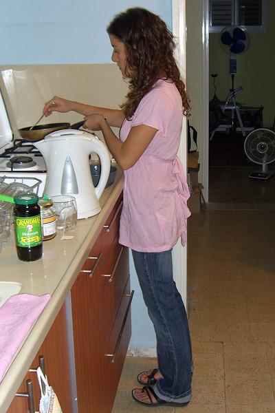6-Ya'ara makes dinner at Sabah's house, Degania Bet, OCT 12
