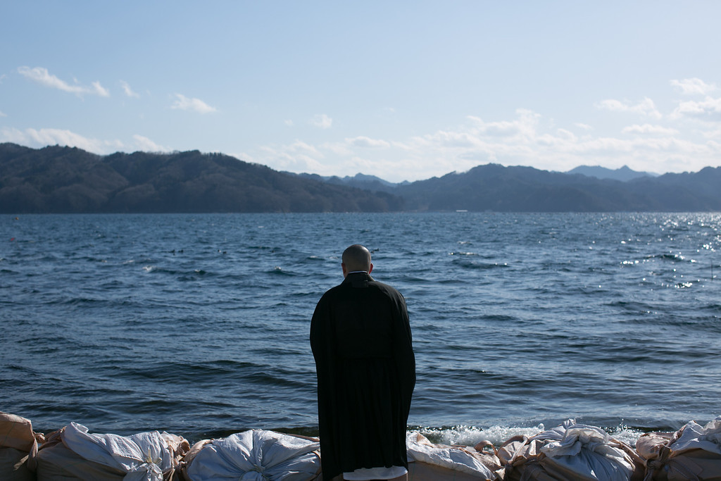 . A Buddhist monk prays toward the sea on March 11, 2013 in Ootsuti, Iwate prefecture, Japan.  On March 11 Japan commemorates the second anniversary of the magnitude 9.0 earthquake and tsunami that claimed more than 18,000 lives.  (Photo by Ken Ishii/Getty Images)