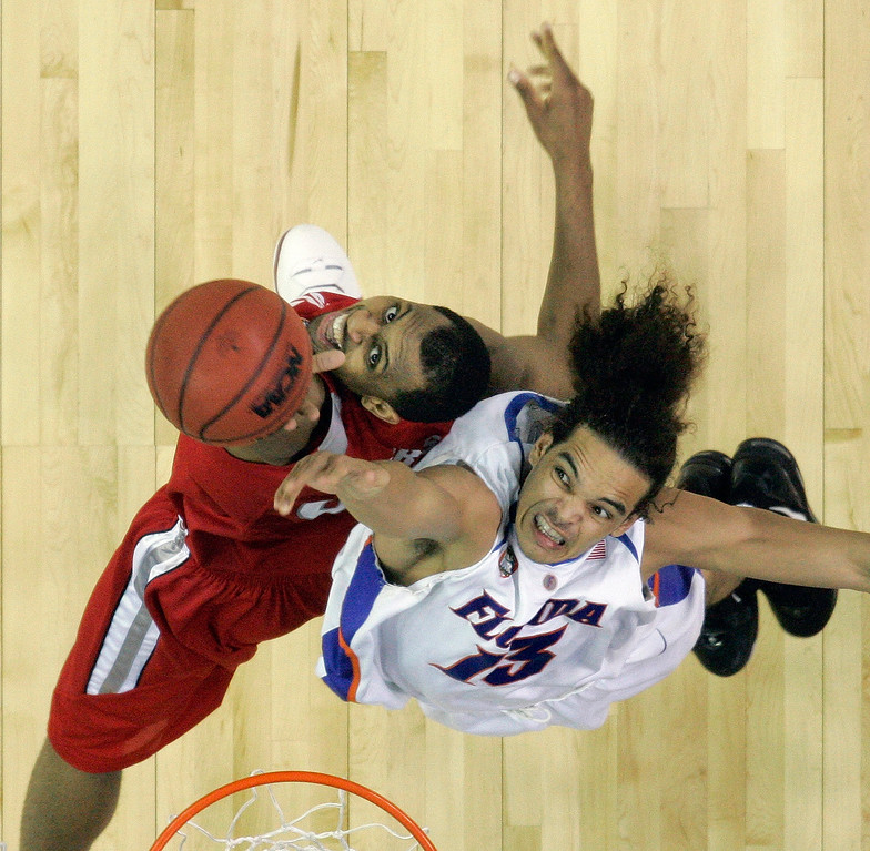 . Florida\'s Joakim Noah (13) and Ohio State forward Ivan Harris (3) battle for the ball in the second half during their men\'s championship basketball game at the Final Four in the Georgia Dome in Atlanta Monday, April 2, 2007. (AP Photo/John Bazemore)