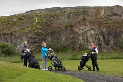 Margrét Karlsdóttir, Jónína Rútsdóttir og Bjarndís Jónsdóttir við teiginn á 7. holu.