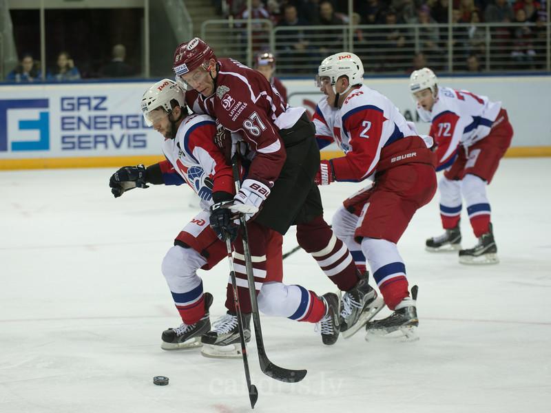 Mikhail Grigoryev (4) of Lokomotiv Yaroslavl stops Gints Meija (87)