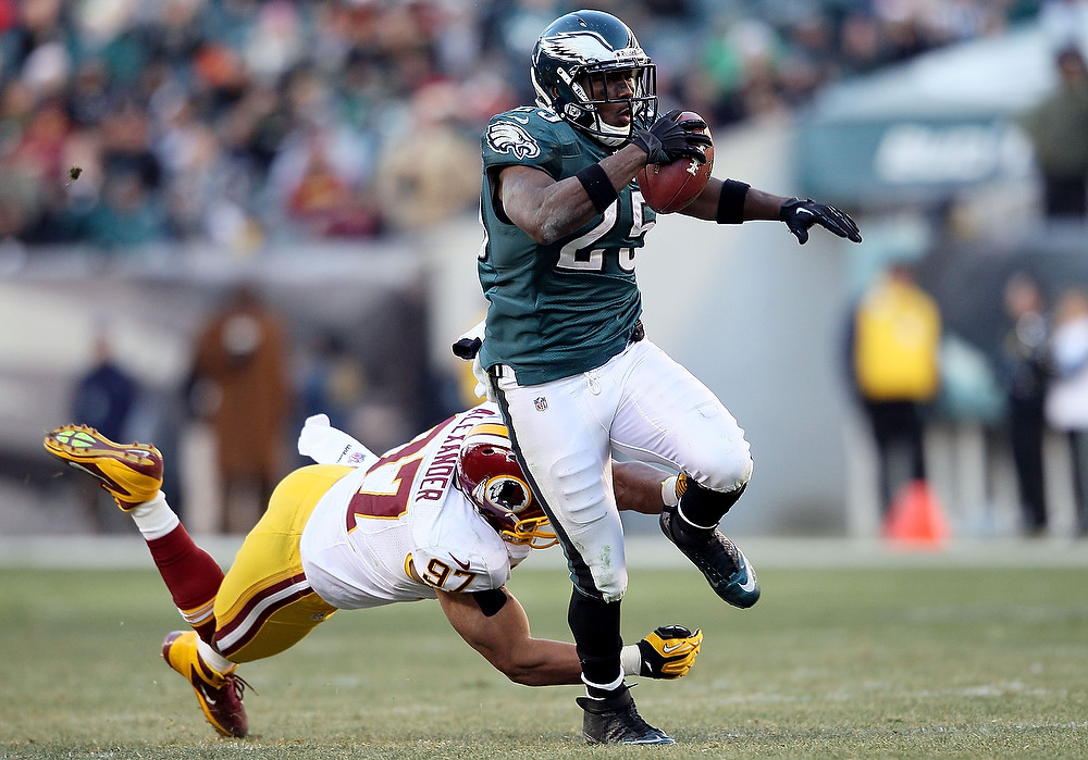 . LeSean McCoy #25 of the Philadelphia Eagles avoids a tackle by Lorenzo Alexander #97 of the Washington Redskins at Lincoln Financial Field on December 23, 2012 in Philadelphia, Pennsylvania.  (Photo by Alex Trautwig/Getty Images)