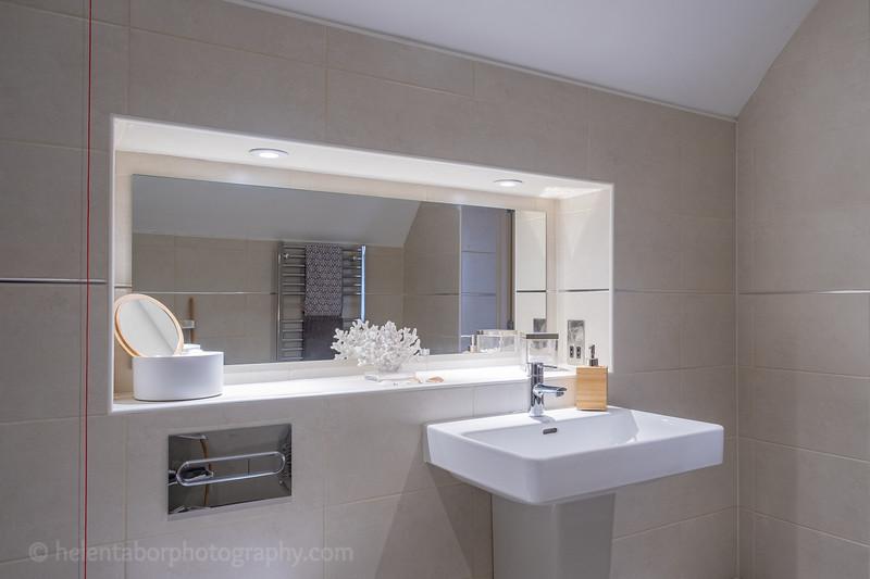 Red House bathroom-2.jpg