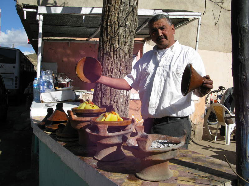 lunch! to get some reserve for climbing the Ticha pass we enjoy a delicious vegetable tajine in the sun