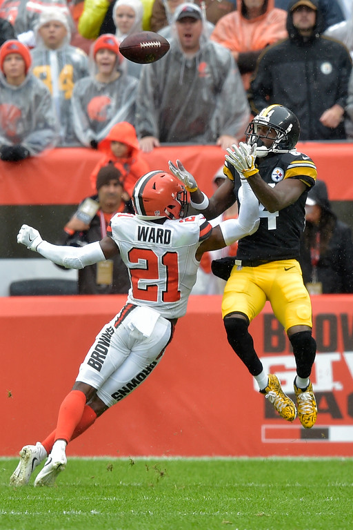 . Pittsburgh Steelers wide receiver Antonio Brown (84) catches a 22-yard touchdown pass against Cleveland Browns defensive back Denzel Ward (21) during the second half of an NFL football game, Sunday, Sept. 9, 2018, in Cleveland. (AP Photo/David Richard)