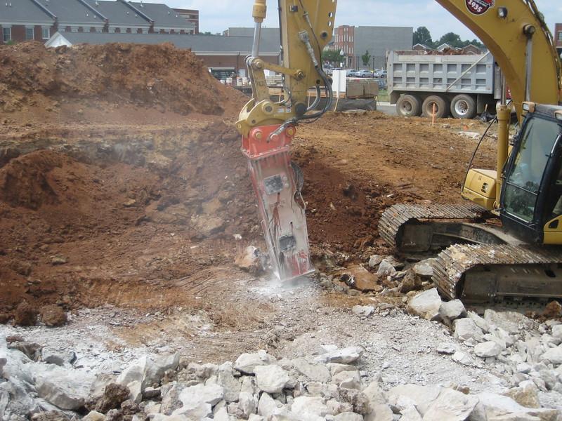 NPK GH9 hydraulic hammer (sn 91377) on Cat excavator (1).jpg