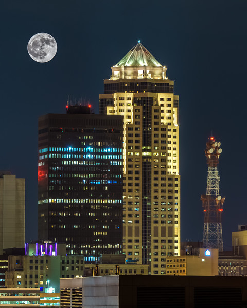 Full Moon Over Des Moines